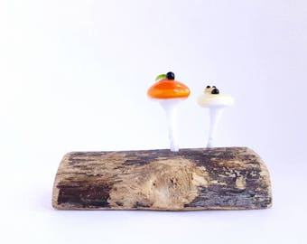 Double Mushroon Sculpture, Orange and Yellow Glass Mushrooms And Natural Wood Figurine.
