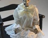 SUR la vente de vinaigre Mathilda poupée par William Bezek, un art de squelette fœtus morts Edwardian enfant poupée.