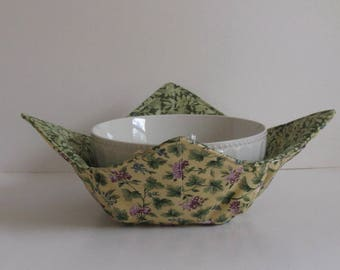 Microwave Fabric Bowl, Fabric Food Warming Bowl,  Ice Cream Bowl, Hostess Gift, Kitchen Gift, Purple Flowers , Green Leaves , Cream