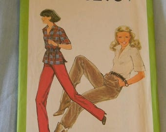 Christmas in July Vintage Simplicity Straight Leg Pants & Pullover Top Size 10 1977 Uncut