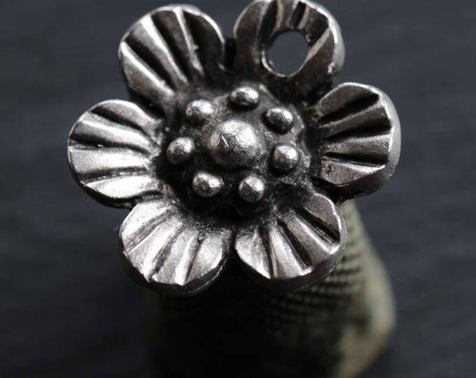 BLOOMS .. NEW 1 Mykonos Greek Flower Pendant 23mm (M167-1)