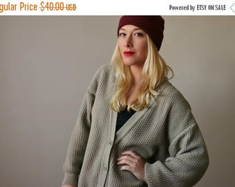 ON SALE 1980s Taupe Boyfriend Cardigan >>> Size Extra Small to Large (One Size fits Most)