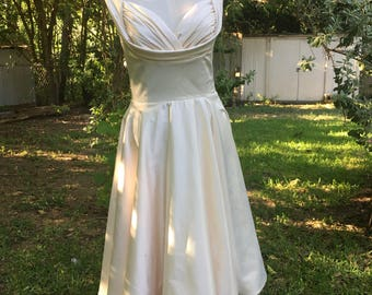 1950's Dress Vintage Reproduction Marilyn Monroe Wedding dress antique white size 4
