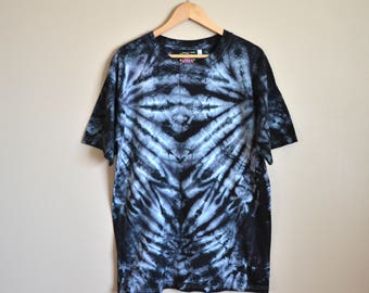 LARGE  Black Tie Dye T-shirt. Unisex L black and white high contrast, spidery, skeletal mirrored abstract dye pattern