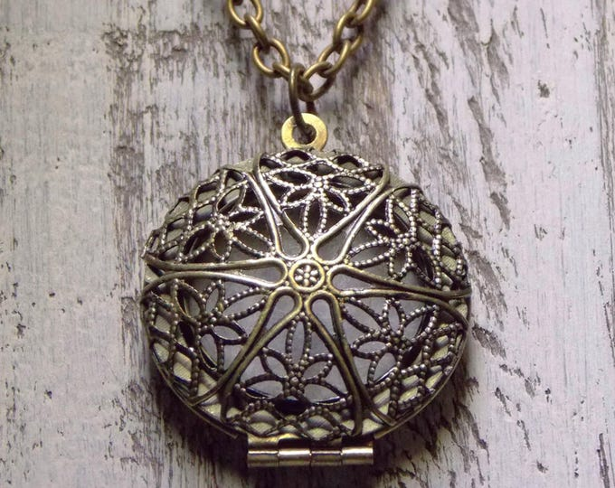 Antique Brass Locket Necklace Essential Oil Diffuser Locket Aromatherapy Filigree Openwork Design Pendant Vintage Locket Boho Jewelry