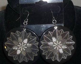 ON SALE Vintage 1980's Fish Hook Earrings Dangle Dangly Large Flowers