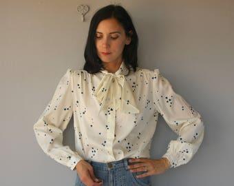 Vintage 1980s Blouse | 80s Blouse | 80 Bow Front Blouse | Pussy Bow Blosue | Heart Print Blouse | Secretary Blouse - (large)