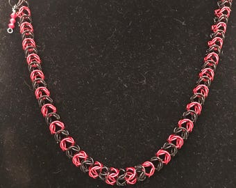 Necklace, chain maille, black and red