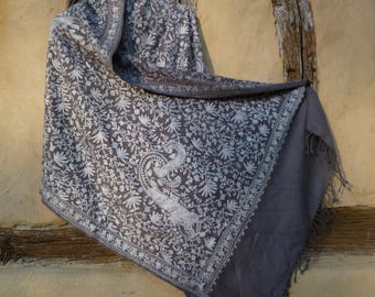 "Elegant  Grey/White Pashmina Shawl/Stole made from cashmere Goats wool from Ladakh. Soft and Luxurious . 80 x 27""."