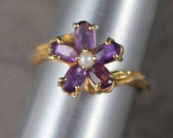 Vintage 14K Yellow Gold Amethyst and Pearl Flower Petal Ring
