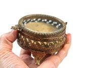 Boîte à bijoux en filigrane d'or ciselé Matson Vintage, biseauté verre Vitrine bijoux coffret, boîte de bibelot, boîte à bijoux Bronze victorienne Antique