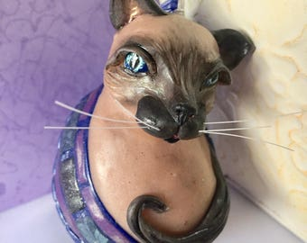 Seal Point Siamese Cat Ornament, Cat Lover Gift, Blue-eyed Siamese, Sweet Siamese Cat, OOAK cat sculpture, Animal Art, Gift for Veterinarian