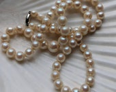 Genuine Ciro graduated cultured pearl necklace with 9ct gold clasp - white wedding pearls