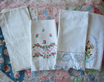 Vintage Embroidered Hand Towel Lot Set of 4 Cottage Chic Style Floral Needlework Guest Towels
