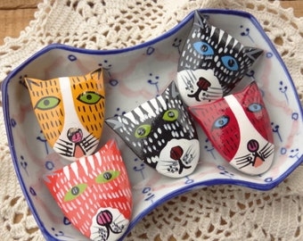 Hand Painted Button Covers - Cat Buttons - Hand painted button - Playful Colorful Buttons - Vintage Wood - D109
