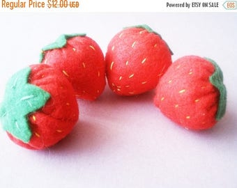 FLASH SALE Felt strawberries- set of four