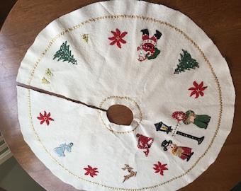 Vintage Felt Christmans Tree Skirt, Appliqué, hand made, sequins, retro, kitsch