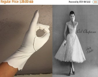 Anniversary Sale 35% Off Oh the Shock of It All - Vintage 1950s White Nylon Mid Arm Scalloped Button Detail Gloves - 7/7.5