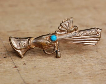 Victorian hand pin with turquoise glass and fan