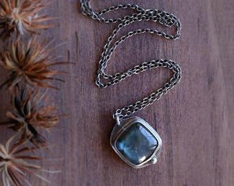 Blue Flash Labradorite Gemstone Necklace . Metalwork Labradorite Necklace. Labradorite Artisan Necklace