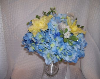 Horizon Blue Wedding Bouquet and Groom Boutonniere Floral Arrangement Yellow Bridesmaid Bridal Party Decorations