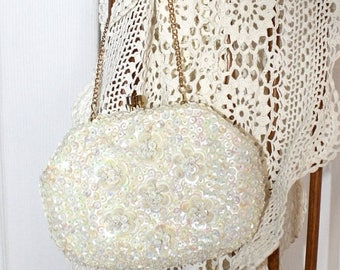 SALE 1950s Ivory White Sequin Party Purse . 50s 60s Wedding Formal Evening Prom Clutch . Sequin Flowers . Gorgeous Purse