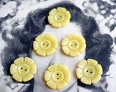 6 Yellow Daisy Buttons - 2 holes - Flower shaped - 1.8 cm - French vintage antique