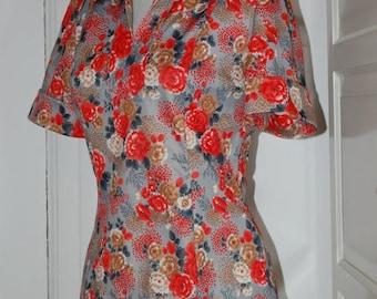 ON SALE 70s Top, Blouse, Mod, Floral, Short Sleeves, Shirt, Nylon, Back Zip, Size S/M