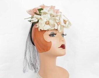 Vintage 1940s hat, tilt fascinator with flowers, pink ribbon, netting