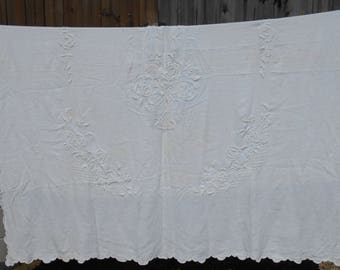 Vintage Bedspread - Bouquet of Flowers - Antique - Shabby Chic