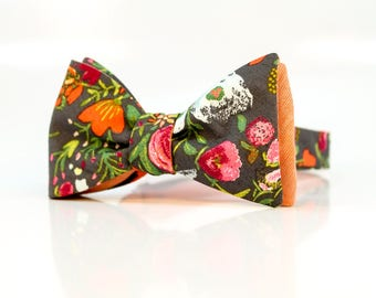 Fathers Day Bowtie  // Gray  Flowers // Peach // Reversible Bowtie // Summer Wedding // Groom // Durian and the Lyon