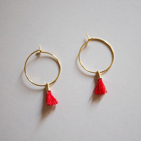 the Laurel in Red -earrings (small halo hoop earrings with tassel minimal every day 16k gold plated)