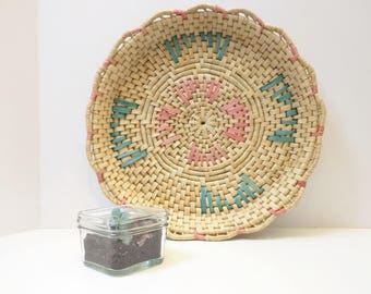 Vintage Straw Wicker Rattan Wall Basket Pink Teal Green Scalloped Edge