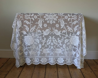 Beautiful Vintage Cream Ecru Lace Floral Tablecloth Throw Bedspread Roses Flowers