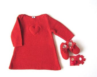 ON SALE A knitted baby dress in red with a heart. 100% cotton. Newborn. Item Unique.