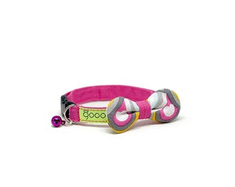 GOOOD Cat Collar   Rounded Bow - De Heartbeat   100% Pink Triangles & Blue Cotton Fabric   Safety Breakaway Buckle