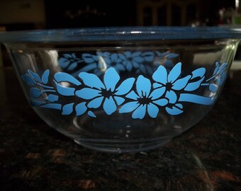 Blue Ribbon, Pyrex # 322, 1Quart/1Liter Mixing Bowl