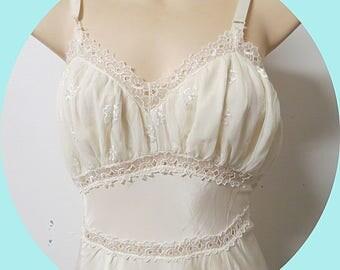Vintage 1940  Nylon  Full Slip   Size 36  #333