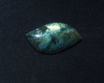 Labradorite with blue and yellow hues n ° 88 42 * 21mm cabochon