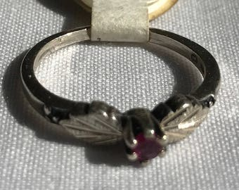 Sterling Silver Red Stone Ring With A Leaf Design-Size 7