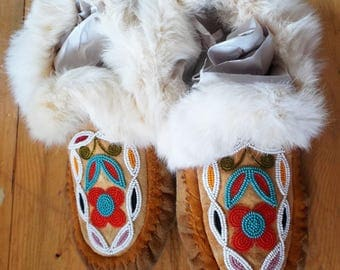 Vintage 1970s, Hand Beaded, Native American, Indian Moccasins, NW Coast  to Montana Tribes,  Nicely Made w Fur