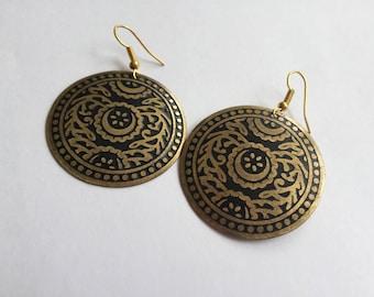 Vintage black and gold look earrings