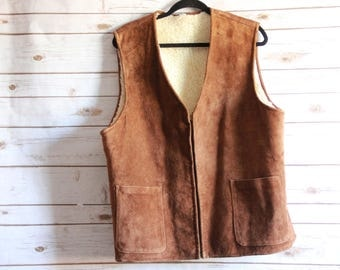 Vintage 1960s / 1970s Men's Brown Suede Leather Zip Up Vest With Sherpa Lining Two Front Pockets Hipster / Retro