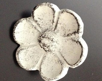 On Sale Cast Iron Cupped Flower Cabinet Knob, Drawer Pull, Closet Door Knob, Antique White