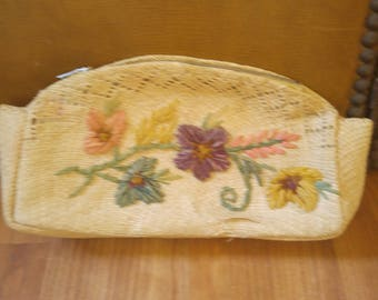 50s woven straw flower purse / clutch