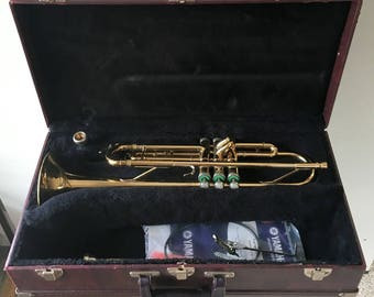 Holton Student Trumpet Model T602, With Case, 2 Mouth Pieces, Yamaha Maintenance Kit,Instrument Sheet Music holder