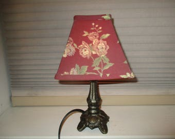 Small Vintage Cast Iron Meyda Pond Lily Accent Lamp