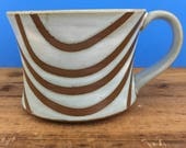 Curved Line Patterned Latte Mug