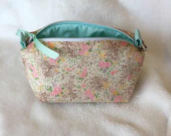 Peach floral vintage fabric essential oil pouch, holds 10 bottles (5 ml-15ml).  Handmade, ready to ship.