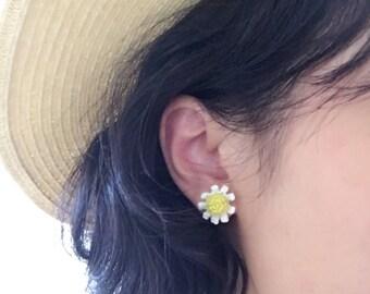 Daisy Earrings / Crochet Earrings / Summer Earrings / Stud Earrings / Handmade Accessory /Flower Earrings / Gift for Her - Ready to Ship